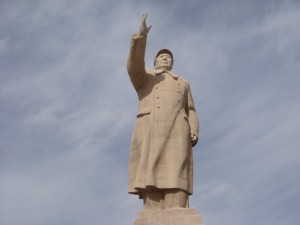 photo of a statue of Chairman Mao